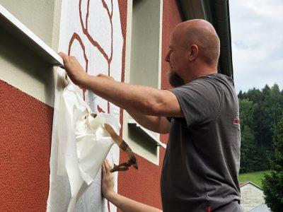 Bielatal, Felswelten, Maler, Malerarbeiten, Fassade, Schablone, Farbnuance,