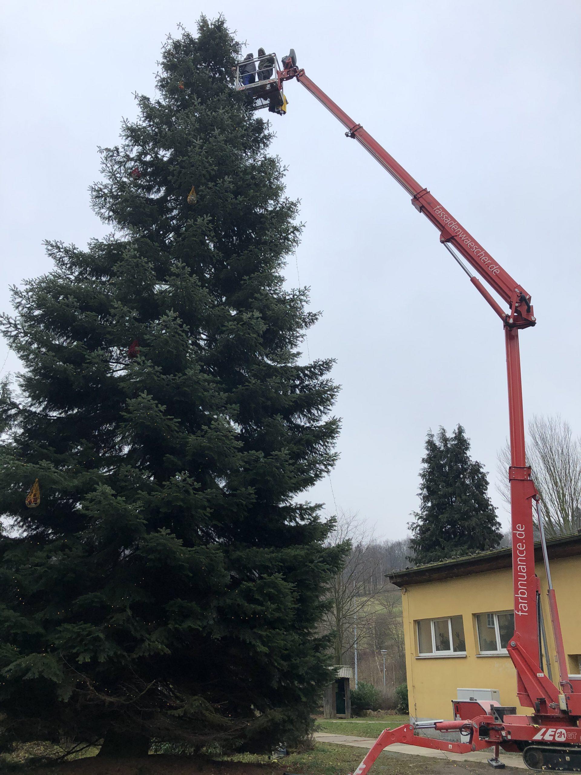 Weihnachtsbaum,Markersbach,Farbnuance,Algenmax,Hubsteiger,Hebebühne,Weihnachten (1)